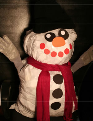 Recycled_Frosty_Garbage_Bag_Snowman